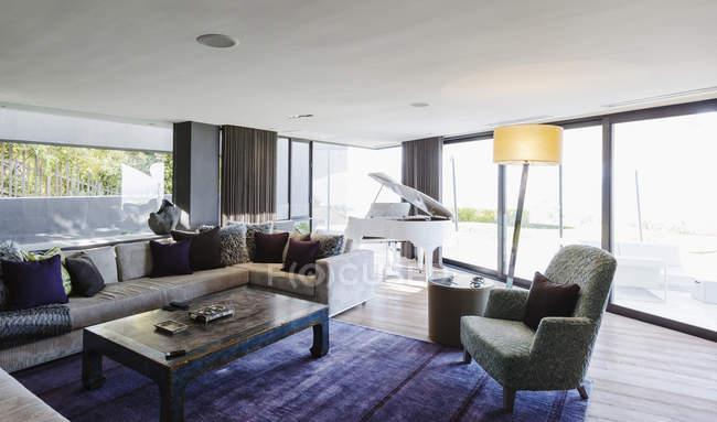 Piano in luxury home showcase interior living room — Stock Photo