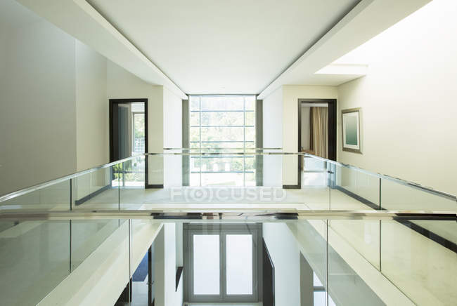 Modern balcony and open foyer in luxury home — Stock Photo
