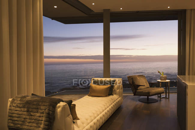 Twilight ocean view beyond luxury home showcase interior — Stock Photo