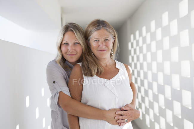 Portrait of mother and daughter hugging — Stock Photo