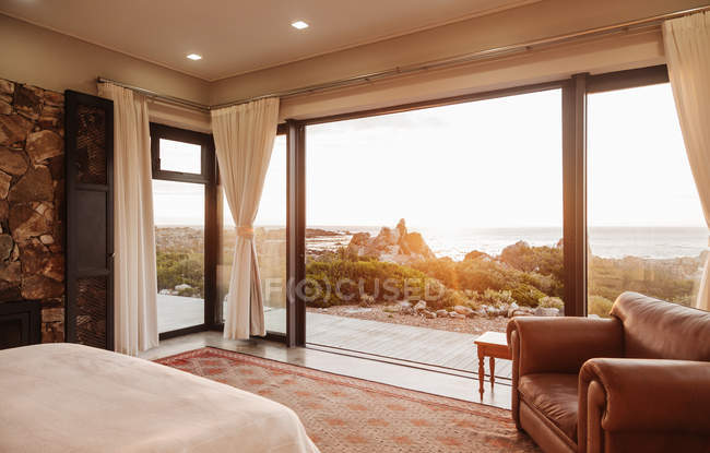 Home showcase bedroom open to ocean view — Stock Photo