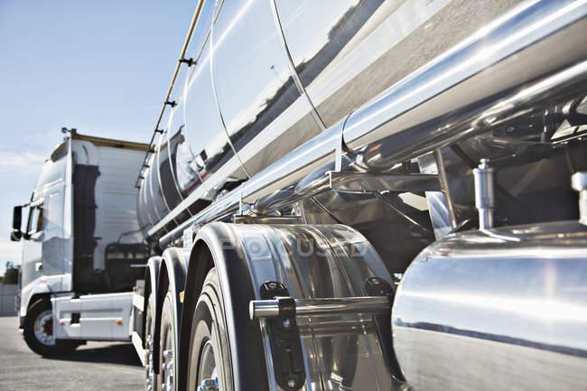 Chariot citerne à lait en acier inoxydable — Photo de stock
