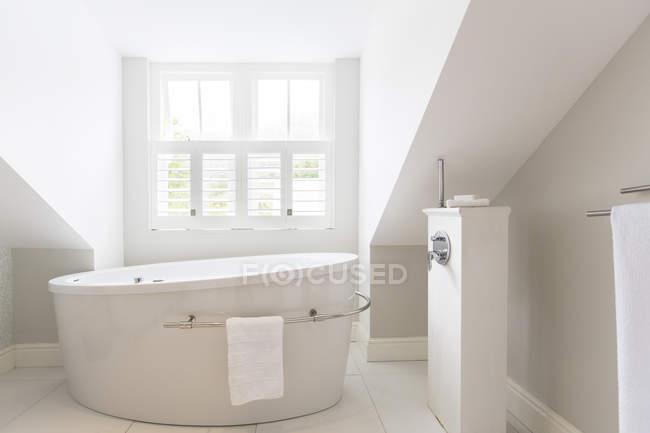 Vasca Da Bagno Moderne : Vasche da bagno moderne misure alternabito