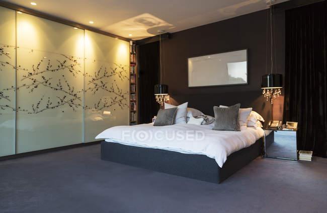 Arte della parete in camera da letto moderna — Foto stock