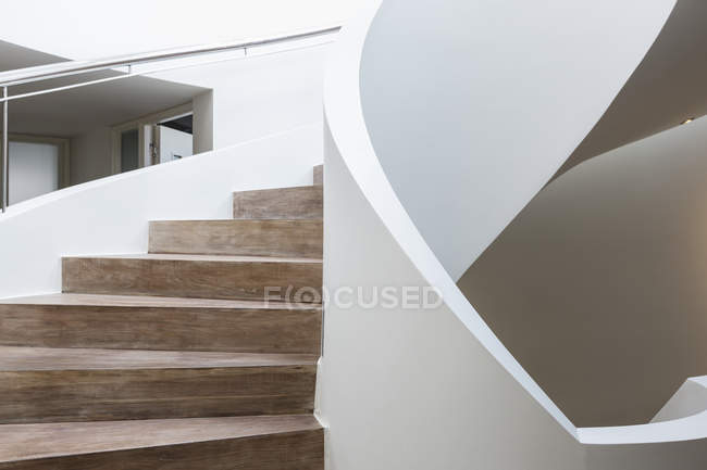 Modern luxury spiral staircase in home showcase interior — Stock Photo