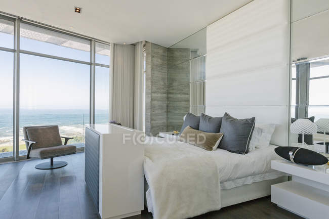 Luxury modern home showcase bedroom with ocean view — Stock Photo