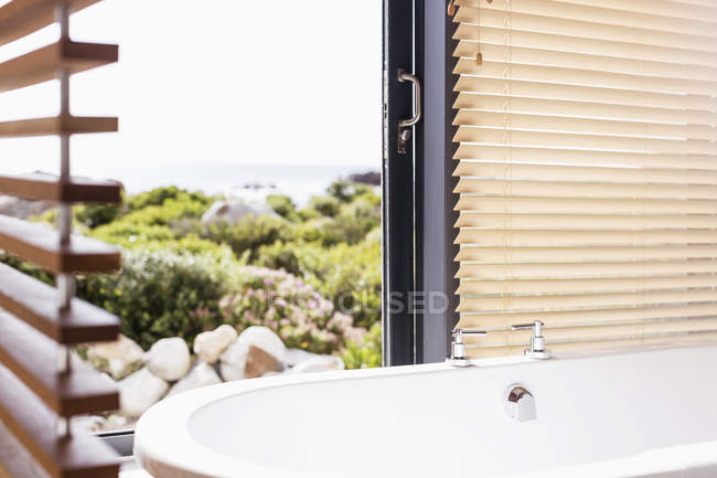 Home showcase soaking tub with view — Stock Photo