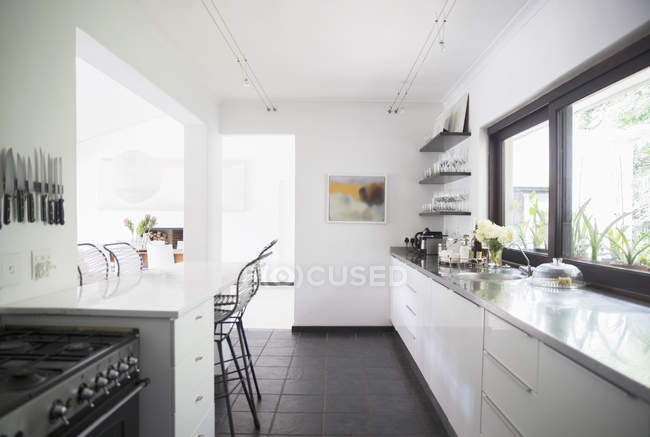 Counters and breakfast bar in modern kitchen — Stock Photo