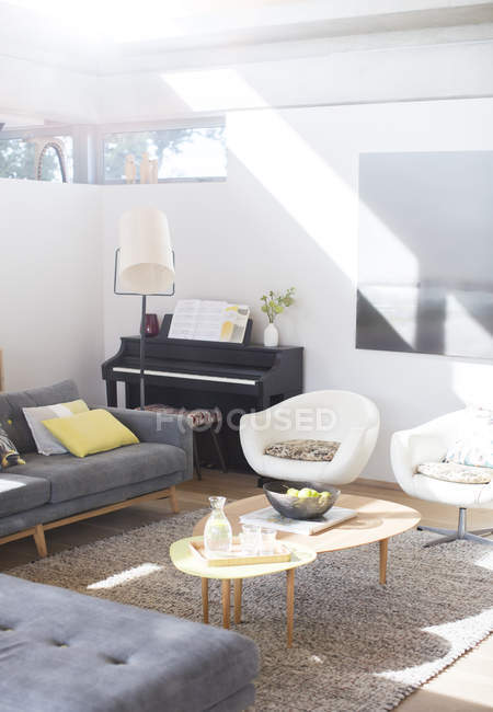 Sunny living room during daytime — Stock Photo