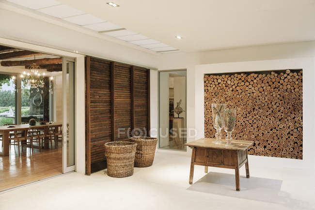 Wood accents in luxury foyer  indoors during daytime — Stock Photo