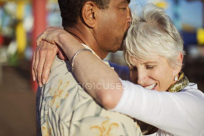 Senior couple kissing outdoors — Stock Photo
