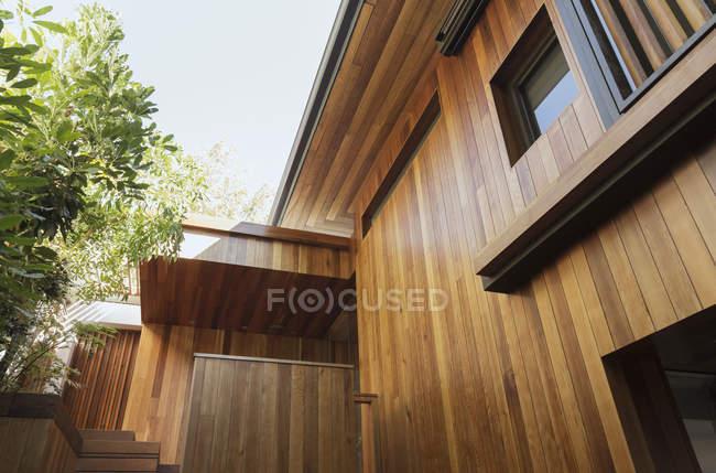 Detalhe do tapume na casa de madeira — Fotografia de Stock