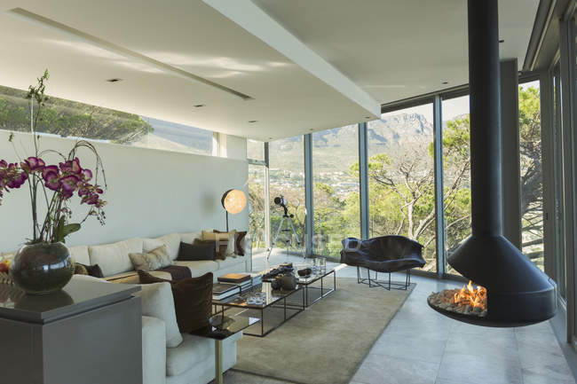 Luxury modern fireplace and home showcase living room — Stock Photo