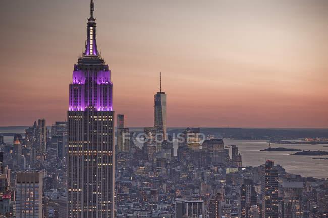 Empire State Building at sunrise, Nueva York, Nueva York, Estados Unidos - foto de stock