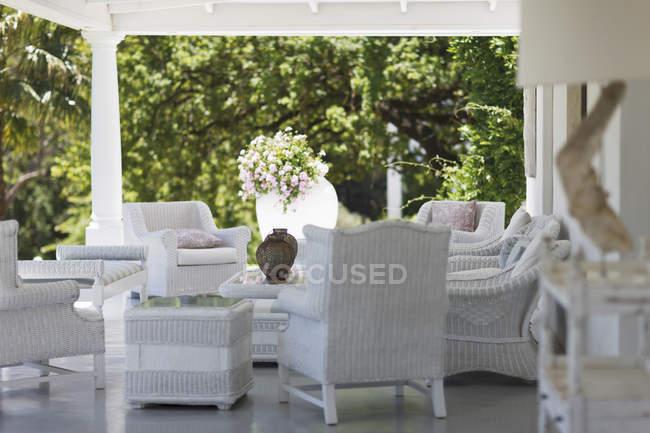 White wicker furniture on luxury patio — Stock Photo