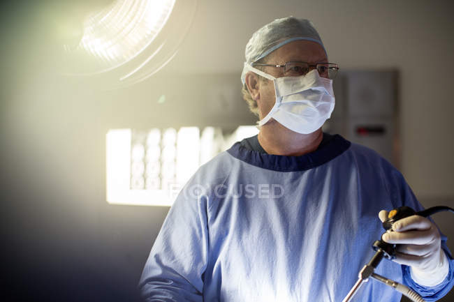 Surgeon performing laparoscopic surgery in operating theater — Stock Photo