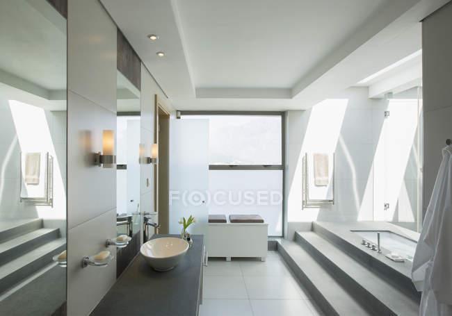 Interior of Modern bathroom during daytime — Stock Photo