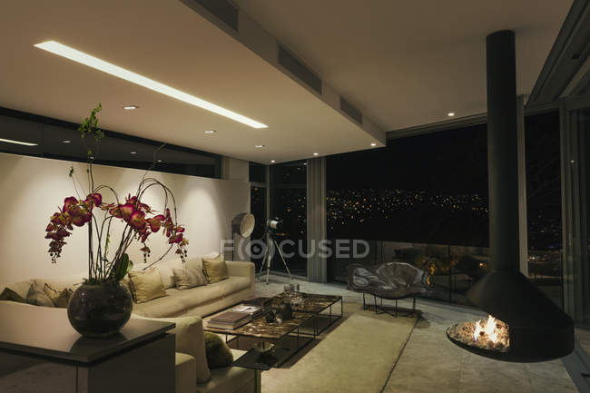 Modern luxury fireplace and home showcase living room at night — Stock Photo