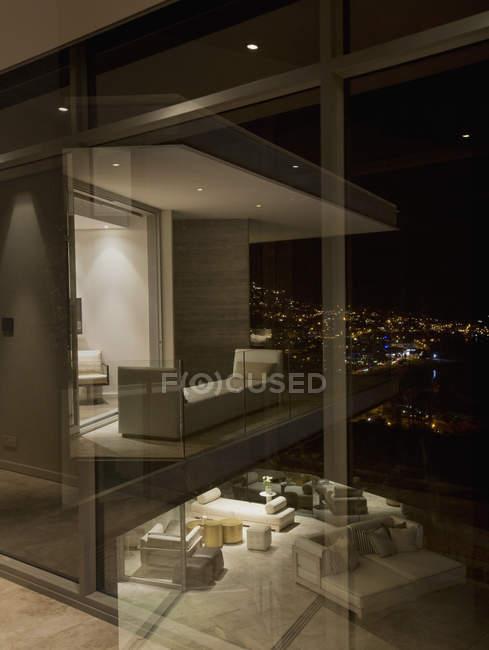 Illuminated luxury modern home showcase at night — Stock Photo