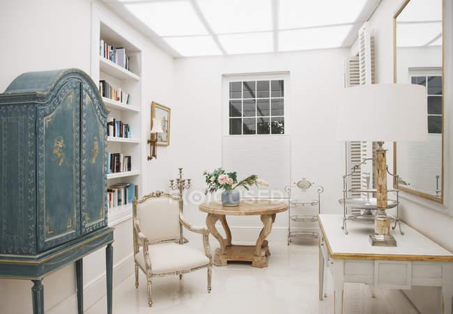 Luxo sala de estar dentro de casa — Fotografia de Stock