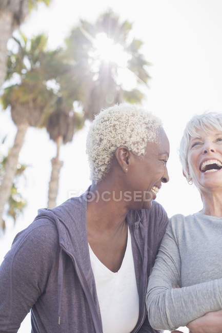 Two senior women laughing together — Stock Photo