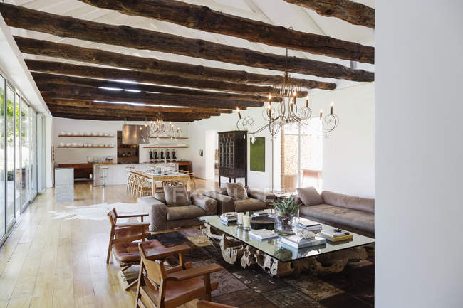 Plan de piso abierto en casa de lujo - foto de stock