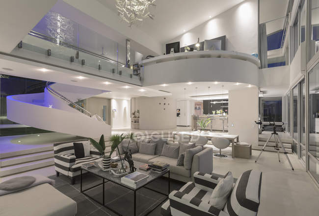 Illuminated modern luxury home showcase interior open plan — Stock Photo