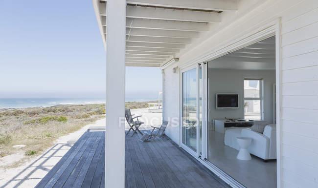 Innenhof des modernen Luxus-Haus — Stockfoto