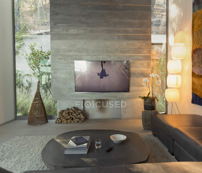 Television in modern, luxury home showcase interior living room — Stock Photo