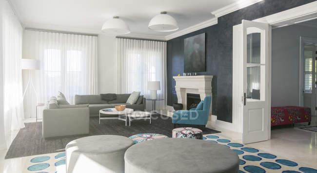 Casa escaparate sala de estar - foto de stock