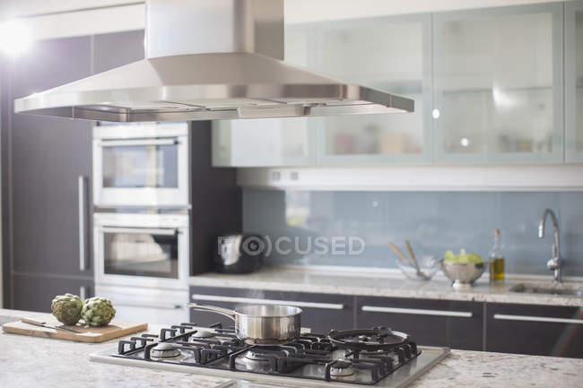 Pot on gas stove in luxury domestic kitchen — Stock Photo
