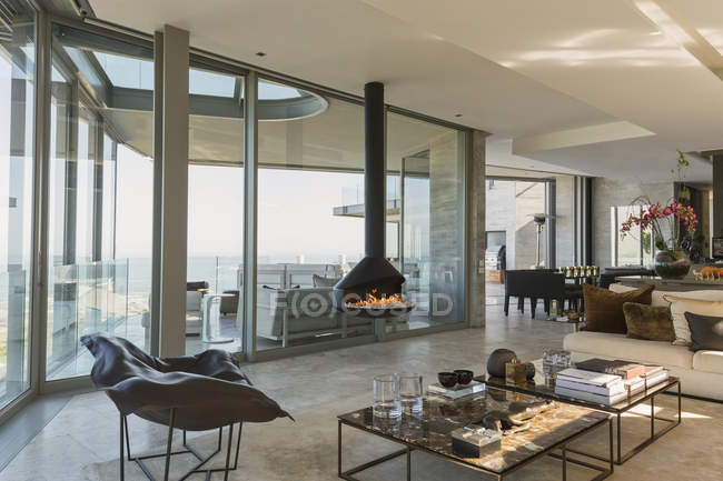 Merveilleux Modern Luxury Fireplace And Home Showcase Living Room U2014 Stock Photo