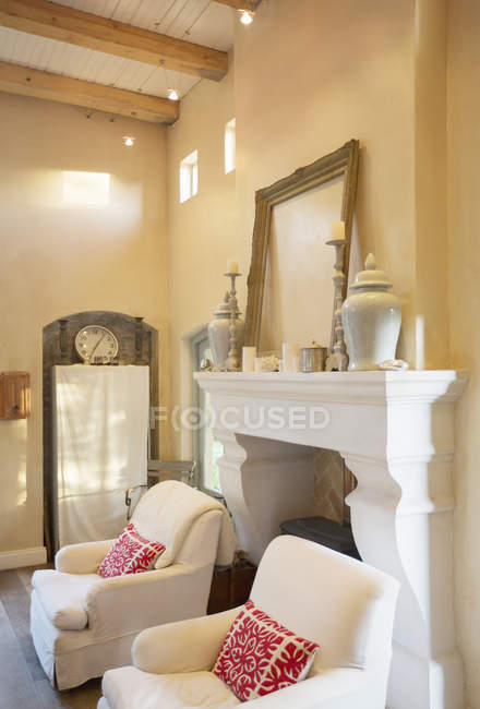 Fireplace with mantel in luxury living room — Stock Photo