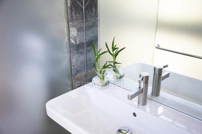 White sink in modern bathroom interior — Stock Photo