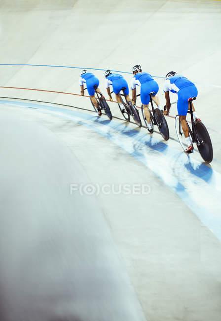 Pista en el Velódromo del equipo - foto de stock