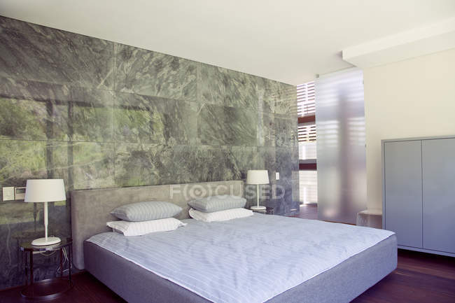 Scenic view of cozy modern bedroom interior — Stock Photo
