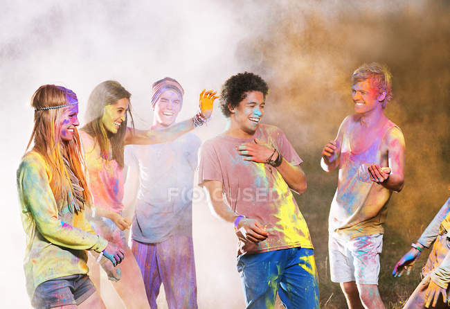 Friends covered in chalk dye at music festival — Stock Photo