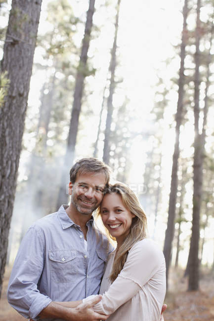 Portrait of smiling couple in woods — Stock Photo