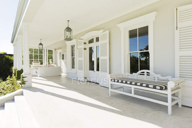Porch of luxury house during daytime — Stock Photo