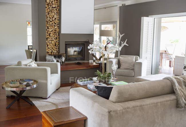 Sofa and armchairs in modern living room — Stock Photo