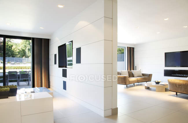 Divider wall of modern home — Stock Photo