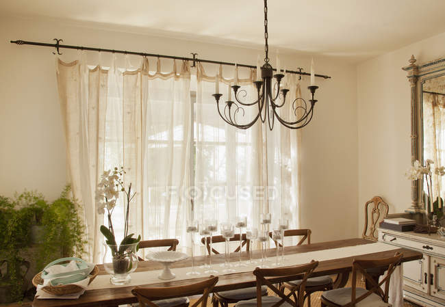 Chandelier over dining room table — Stock Photo