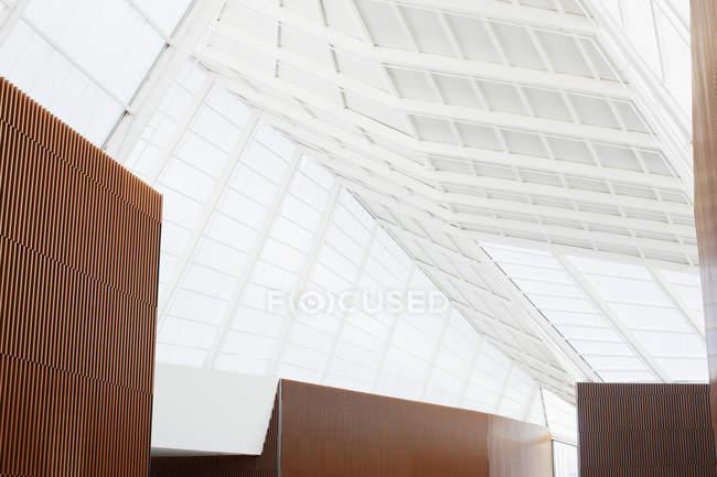 Teto de escritório moderno — Fotografia de Stock