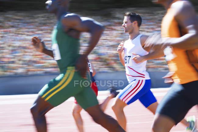 Бігунів, гонки на треку — стокове фото