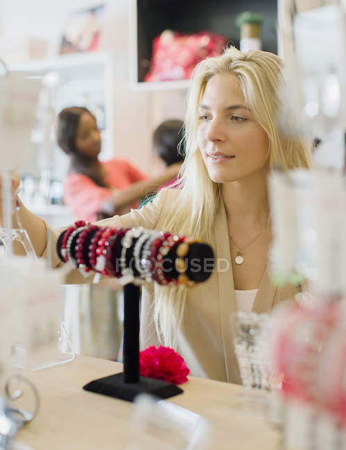 Woman shopping in clothing store — Stock Photo