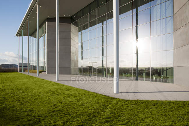 Modern building and green lawn — Stock Photo
