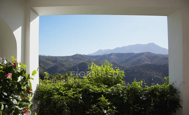 View of mountains from patio — Stock Photo