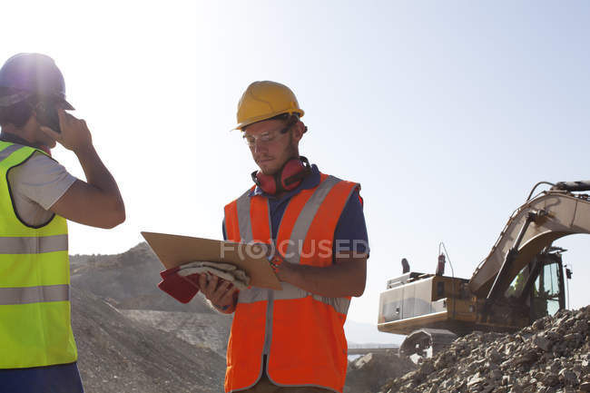 Workers standing in quarry during daytie — Stock Photo
