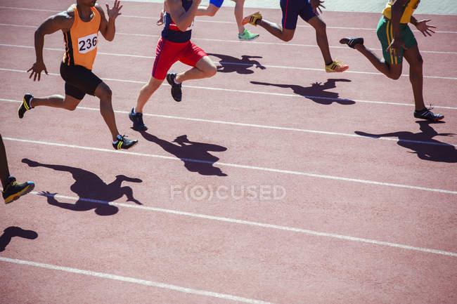 Läufer, die Rennen auf dem richtigen Weg — Stockfoto