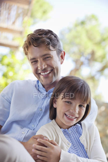 Father and daughter hugging outdoors — Stock Photo